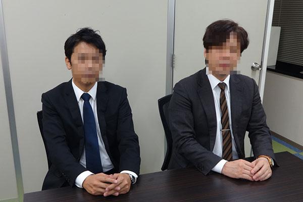 原一調査部のA部長(右)とW次長