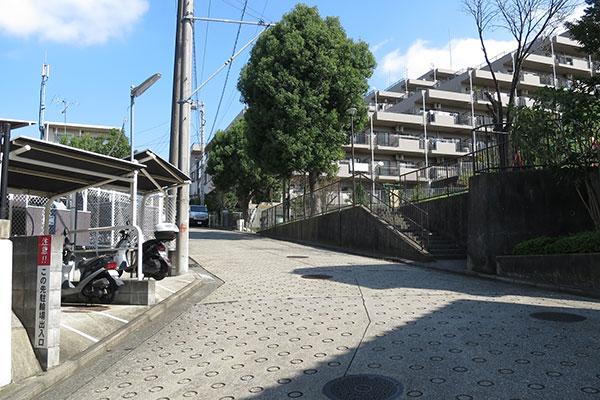 横浜山の手の住宅地の坂道